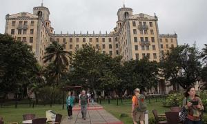 Uma vista do emblemático Hotel Nacional de Cuba, lugar assíduo dos turistas estrangeiros que chegam a esta latitude.