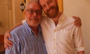 Miguel Iglesias (à esquerda) diretor de Dança Contemporânea de Cuba e o coreógrafo inglês Theo Clinkard que estreia com essa companhia a peça The listening room. Na foto, no pátio interior do Grande Teatro de Havana Alicia Alonso.
