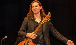 Reynier Mariño atingiu o sucesso com seu violão e o flamenco em quatro continentes.
